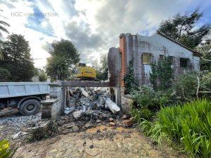 Снос дома с тяжелой техникой при строительстве дешево ницца