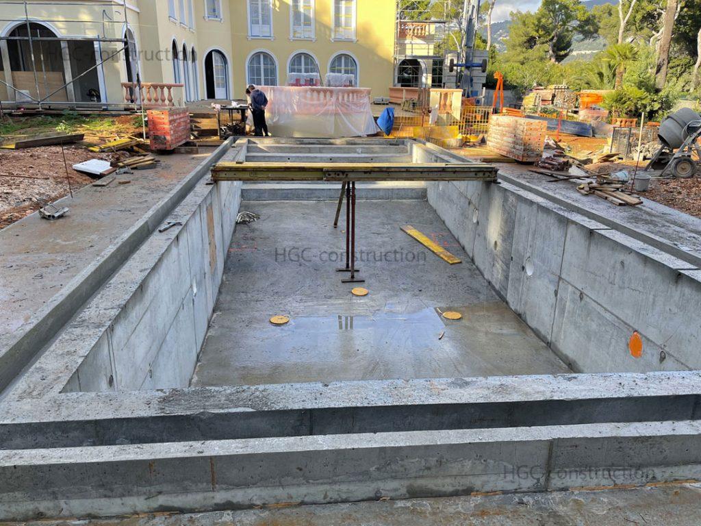 Создания водонепроницаемого слоя на стройке бассейна